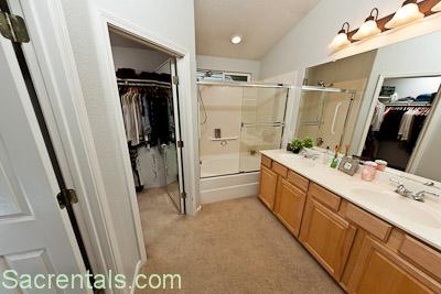 Ensuite Bathroom Walk In Wardrobe 2518 arbury street 95833- sacrentals 916-454-6000
