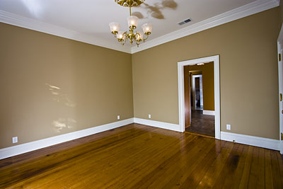 Living Rooms With Crown Molding